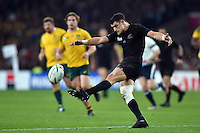 Dan Carter of New Zealand puts boot to ball. Rugby World Cup Final between New Zealand and Australia on October 31, 2015 at Twickenham Stadium in London, England. Photo by: Patrick Khachfe / Onside Images
