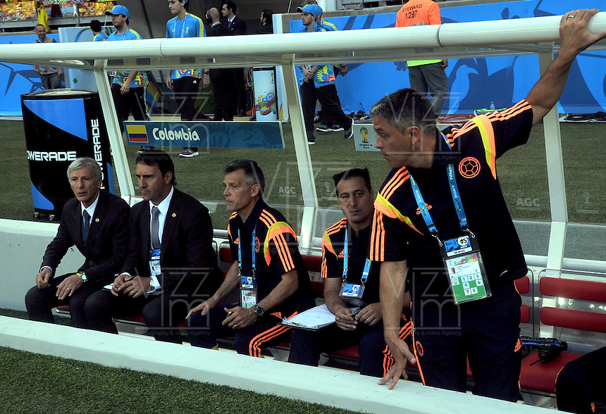BELO HORIZONTE - BRASIL -14-06-2014. Cuerpo técnico de Colombia (COL) durante partido del Grupo C contra  Grecia (GRC) por la Copa Mundial de la FIFA Brasil 2014 jugado en el estadio Mineirao de Belo Horizonte./ The coaching staff of Colombia (COL) during the Group C match against Grece (GRC) dfor the 2014 FIFA World Cup Brazil played at Mineirao stadium in Belo Horizonte. Photo: VizzorImage / Alfredo Gutiérrez / Contribuidor