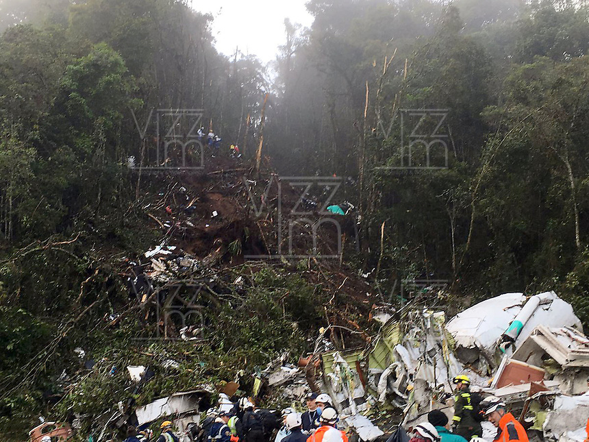 LA UNION -COLOMBIA-29-11-2016. Aspecto del sitio de la tragedia del avi&oacute;n de la compa&ntilde;ia Lamia Corporation de Bolivia que transportaba al equipo Chapecoense de Brasil y el cual perdieron la vida 76 personas y 6 sorevivientes. El siniestro ocurri&oacute; en el cerro El Gordo, municipio de La Uni&oacute;n Antioquia  / Aspect of the site of the tragedy of the airplane of the company Lamia Corporation of Bolivia that transported Chapecoense team. 76 people lost and 6 survivors. The airplane crash happened at El Gordo mountain in La Union, Antioquia. Photo: VizzorImage/ Policia Antioquia<br />