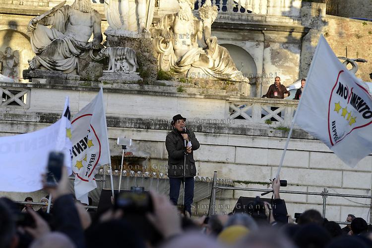 Roma, 24 Gennaio 2015<br /> Piazza del Popolo.<br /> La notte dell'onest&agrave;, manifestazione organizzata dal Movimento 5 stelle contro la curruzione e le mafie.<br /> Enrico Montesano