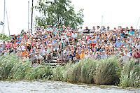 ZEILEN: LANGWEER: Langwarder Wielen, 24-07-2014, SKS skûtsjesilen, veel publiek op de wal, ©foto Martin de Jong