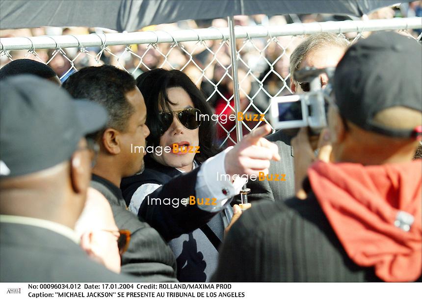"""MICHAEL JACKSON"" SE PRESENTE AU TRIBUNAL DE LOS ANGELES ""MICHAEL JACKSON"" SE PRESENTE AU TRIBUNAL DE SANTA BARBARA. PHOTO : ALAIN ROLLAND/AGENCE ANGELI REPORTAGE : 96034 DATE : 16/01/2004 ""PLAN SERRE"" HOMME CHANTEUR LUNETTES"