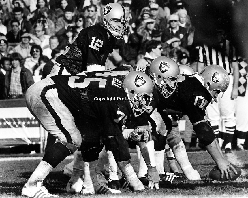 Oakland Raiders quarterback Kenny Stabler calls signals for the offencive line. Jim Otto, George Buehler, and John Vella. (photo/Ron Rjiesterer)