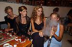 Miss Nederland 2003 reis Turkije, Miss Overijssel, Lianne Langkamp aan de waterpijp
