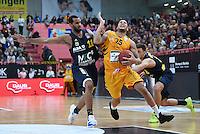 Basketball  1. Bundesliga  2016/2017  Hauptrunde  14. Spieltag  16.12.2016 Walter Tigers Tuebingen - Alba Berlin Davion Berry (Mitte, Tigers) gegen Keem Vargas (li, Alba) und Ismet Akpinar (re, Alba)