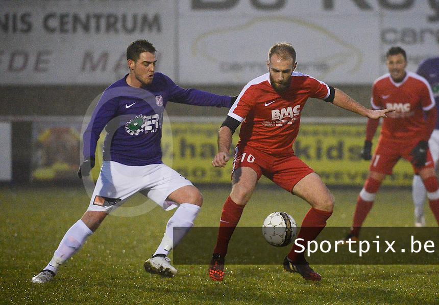 Zwevegem - Heestert :<br /> Quentin Cappelier (10) probeert weg te draaien bij Maxim Demeyere (L)<br /> Foto VDB / Bart Vandenbroucke