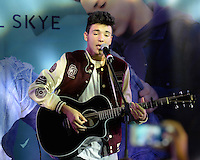 Daniel Skye Y100 Performance