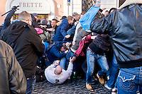 Roma 19 Febbraio 2015<br /> Lancio di fumogeni e di bombe carta in piazza di Spagna, dove si sono riuniti circa 500 tifosi olandesi del Feyenoord, in vista della partita che si svolger&agrave; stasera allo stadio Olimpico contro la Roma.In guerriglia sono rimasti feriti 10 agenti e tre tifosi olandesi. <br /> Rome February 19, 2015<br /> Launch of smoke and paper bombs in Piazza di Spagna, where gathered about 500 Dutch fans of Feyenoord, in view of the match that will take place tonight at the Olympic Stadium against Roma.Nella guerrillas were wounded 10 policemen and three Dutch fans.