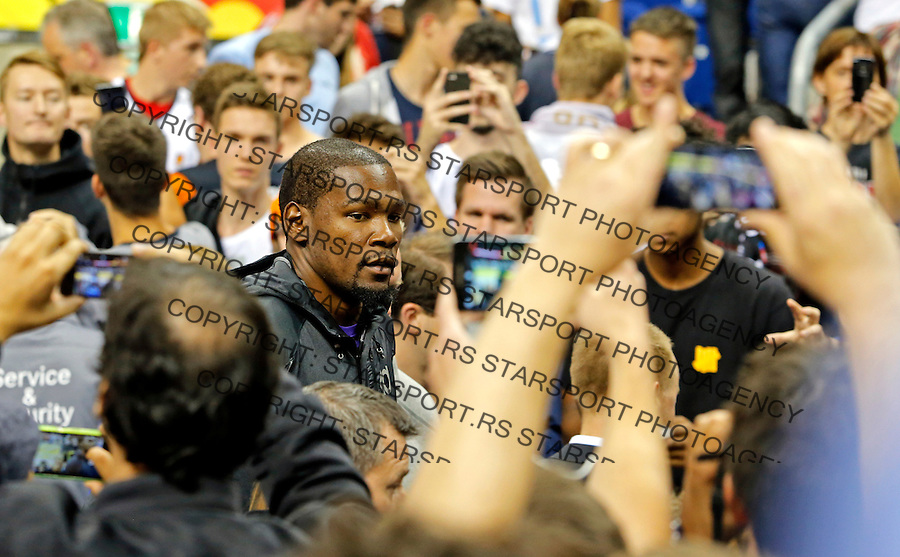 NBA basketball star Kevin Durant during European championship group B basketball match between Germany and Spain on 10. September 2015 in Berlin, Germany  (credit image & photo: Pedja Milosavljevic / STARSPORT)
