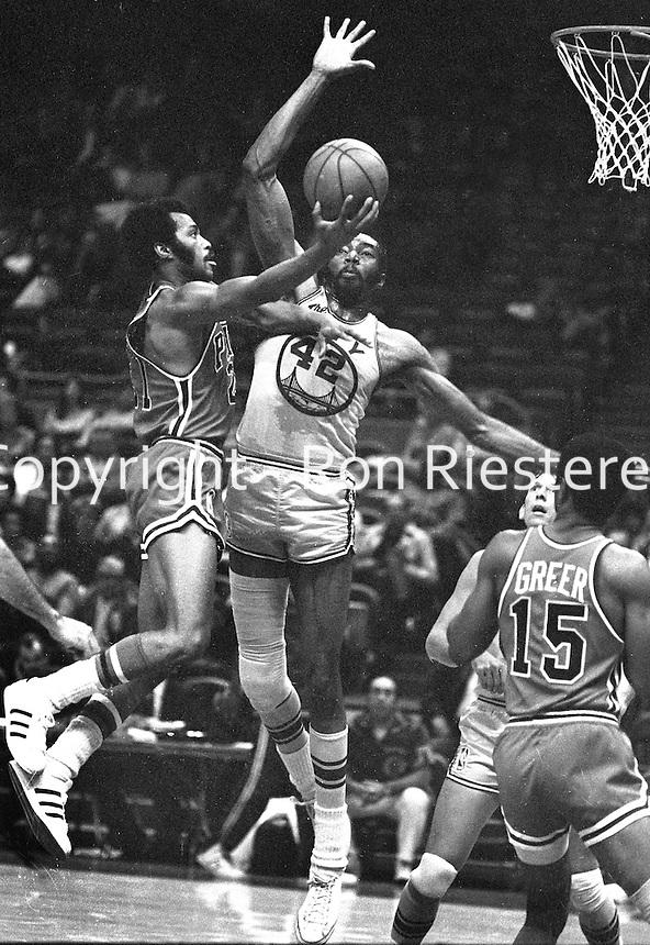 Warriors vs. Philadelphia 76ers...Nate Thurmond blocks shot of 76er Jim Washington. (1970 photo/Ron Riesterer)