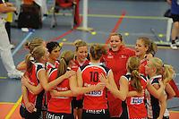 VOLLEYBAL: GRONINGEN: Topsportcentrum Alfacollege, 27-10-2012, Eredivisie Dames, Eindstand 1-3, na afloop van de wedstrijd blijdschap bij de speelsters van VC Sneek, ©foto Martin de Jong
