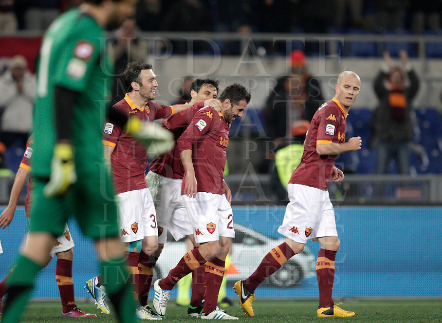 Calcio, Serie A: Roma vs Genoa. Roma, stadio Olimpico, 3 marzo 2013..AS Roma midfielder Simone Perrotta, second from right, is congratulated by teammates after scoring during the Italian Serie A football match between AS Roma and Genoa at Rome's Olympic stadium, 3 March 2013..UPDATE IMAGES PRESS/Riccardo De Luca