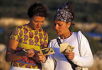 APR 2002, ARGOSTOLI (Cefalonia): studentesse italiane guardano le cartoline che i militari inviavano e ricevevano da casa.APR 2002, ARGOSTOLI (Cephalonia): Italian students looking at the postcards that the soldiers sent and received from home.