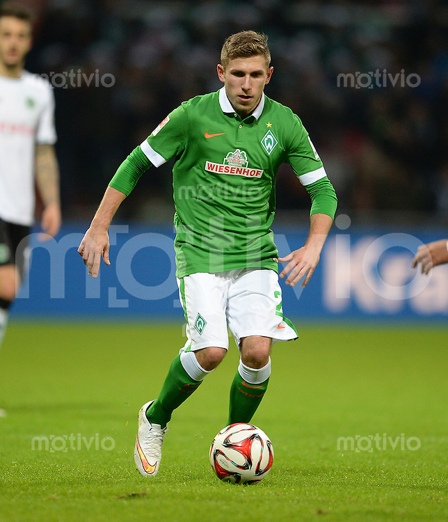 FUSSBALL   1. BUNDESLIGA   SAISON 2014/2015   15. SPIELTAG SV Werder Bremen - Hannover 96                         13.12.2014 Levent Aycicek (SV Werder Bremen) am Ball