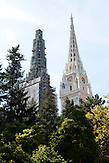 Das Wahrzeichen der Stadt ist der Stefansdom. Auf ihrem Vorplatz befindet sich der Madonnenbrunnen. / The landmark of the city is St Stephen's. Madonna is the fountain on their forecourt.