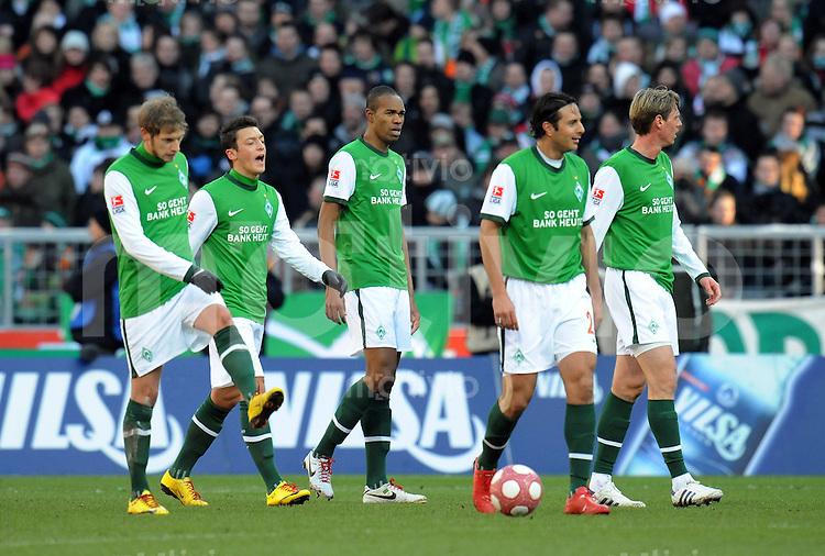 FUSSBALL  1. BUNDESLIGA   SAISON 2009/2010  25. SPIELTAG SV Werder Bremen - VfB Stuttgart                           06.03.2010 Aaron HUNT, Mesut OEZIL, NALDO, Claudio PIZARRO und Tim BOROWSKI (v.l., alle Bremen) sind nach dem 0:1 enttaeuscht