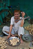 Potato salesman - Bundi, India