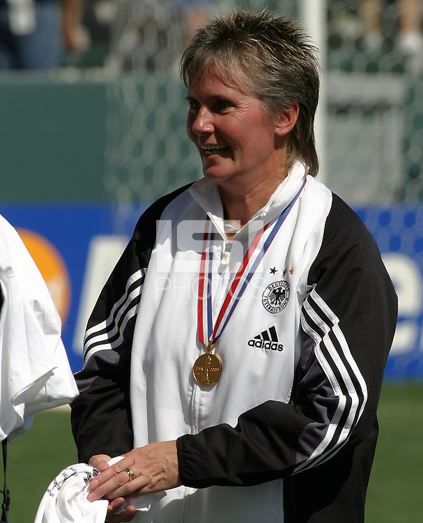 Coach Tina Theune-Meyer, Germany 2-1 over Sweden at the  WWC 2003 Championships.