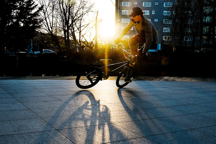 Nederland, Amsterdam, 3 febr 2014<br /> Jongen oefent met een stuntfietsje allerlei trucs.<br /> <br /> Foto: Michiel Wijnbergh