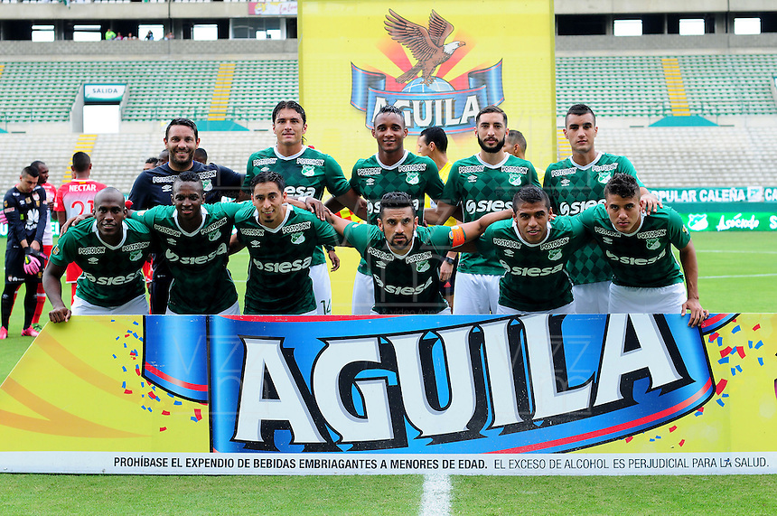 CALI -COLOMBIA-10-04-2016. Jugadores del Deportivo Cali posan para una foto previo al encuentro con Independiente Santa Fe por la fecha 12 de la Liga Águila I 2016 jugado en el estadio Palmaseca de Cali./ Players of Deportivo Cali pose to a photo prior the match against Independiente Santa Fe during match for the date 12 of the Aguila League I 2016 played at Palmaseca stadium in Cali. Photo: VizzorImage/ NR / Cont