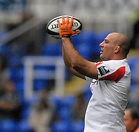 Reading, GREAT BRITAIN,  Falcons Hooker, Andy LONG, line the ball up, for the throw, during the Guinness Premiership match London Irish vs Newcastle Falcons, at Madejski. England, Sun. 23.09.2007  [Mandatory Credit, Peter Spurrier/Intersport-images].....