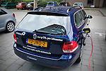Nederland, Den Bosch, 27-07-2011  Elektrische auto van energie maatschappij Essnet staat bij het hoofdkantoor bij een oplaadpunt.  Foto: Gerard Til / Hollandse Hoogte