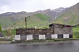 Georgische Heerstraße nach Kazbegi. / Highroad in the caucasian mountains nearby Kazbegi.