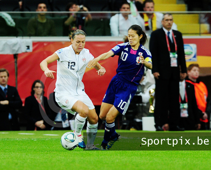 Fifa Women's World Cup Germany 2011 : Japan - USA  at Commerzbank Arena Frankfurt : duel tussen Lauren Cheney en Homare Sawa.foto DAVID CATRY / Vrouwenteam.be