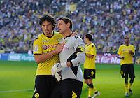 Fussball Bundesliga Saison 2011/2012 8. Spieltag Borussia Dortmund - FC Augsburg V.l.: Mats HUMMELS (BVB) beglueckwuenscht Roman WEIDENFELLER (BVB) nach seinem gehaltenen Strafstoss gegen Gibril SANKOH (Augsburg).