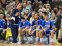 Trainer Emir Kurtagic (VFL) gibt Anweisungen