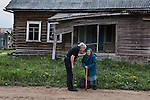 _2SM0629; Karelia, Russia; 06/2012, RUSSIA-10043. A man talks to an old woman.<br />