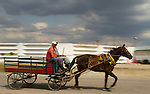 .While waiting to get gas near Santa Clara this horse and cart passed in front of the Centro Penitenciario Provincial.