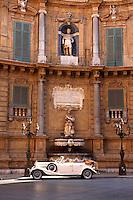 Quatro Canti (Four Corners), Piazza Vigliena. Baroque style buildings by Giuseppe Lasso (1609). The Baroque heart of Palermo, Sicily