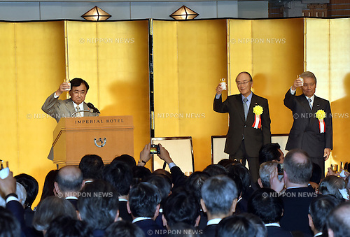 January 5, 2016, Tokyo, Japan - Yoshimitsu Kobayashi, left, chairman of the Japan Association of Corporate Executives, proposes a toast during a New Year party the three major economic organizations co-hosted at the Imperial Hotel in Tokyo on Tuesday, January 5, 2016. Others on the stage are: Chairmans  Akio Mimura of the Japan Chamber of Commerce and Industry; and Sadayuki Sakakibara, left, of the Japan Business Federation. (Photo by Natsuki Sakai/AFLO) AYF -mis-