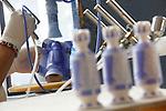 Proceso de creacion de ceramica en la fabrica de Sargadelos en Cervo, Lugo. Pintado de las piezas con aerografo y plantillas.