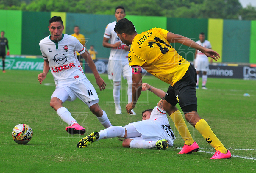 BARRANCABERMEJA -COLOMBIA-16-ABRIL-2016. Acción de juego entre el   Alianza Petrolera  contra Patriotas FC por la fecha 13 de Liga Águila I 2016 jugado en el estadio Daniel Villa Zapata ./  Action Game   of  Alianza Petrolera  against Patriotas FC  for the date 13 of the Aguila League I 2016 played at Daniel Villa Zapata   stadium in Barrancabermeja  . Photo: VizzorImage / José David  Martínez  / Contribuidor