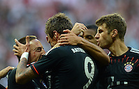 FUSSBALL   1. BUNDESLIGA   SAISON 2012/2013   SUPERCUP FC Bayern Muenchen - Borussia Dortmund            12.08.2012 Franck Ribery mit Mario Mandzukic, Thomas Mueller   (v, li. FC Bayern Muenchen)
