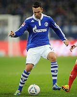 FUSSBALL   1. BUNDESLIGA   SAISON 2011/2012   18. SPIELTAG FC Schalke 04 - VfB Stuttgart            21.01.2012 Marco Hoeger (FC Schalke 04) Einzelaktion am Ball