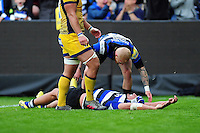 Leroy Houston of Bath Rugby is congratulated on his try by team-mates. Aviva Premiership match, between Bath Rugby and Worcester Warriors on September 17, 2016 at the Recreation Ground in Bath, England. Photo by: Patrick Khachfe / Onside Images