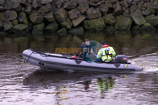 Members of the Garda Sub Aqua team searching for the missing Body..Picture Fran Caffrey Newsfile...This Picture is sent to you by:..Newsfile Ltd.The View, Millmount Abbey, Drogheda, Co Louth, Ireland..Tel: +353419871240.Fax: +353419871260.GSM: +353862500958.ISDN: +353419871010.email: pictures@newsfile.ie.www.newsfile.ie