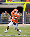 October 31, 2009 - Champaign, Illinois, USA - Illinois running back Jason Ford (21) carries the ball in the game between the University of Illinois and the University of Michigan at Memorial Stadium in Champaign, Illinois.  Illinois defeated Michigan 38 to 13.  ..