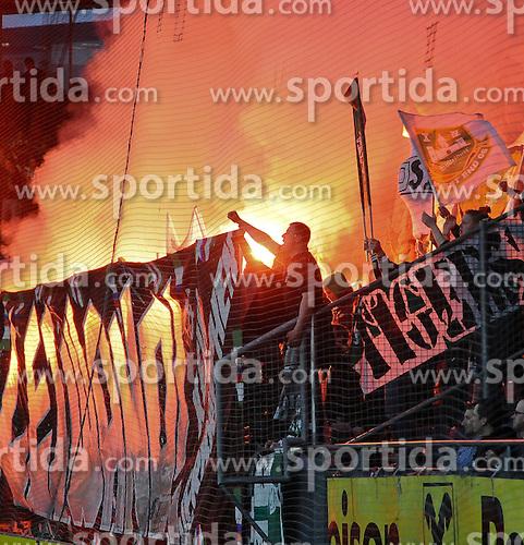 20.03.2010, UPC Arena, Graz, AUT, 1. FBL, SK Puntigamer Sturm Graz vs SK Rapid Wien, im Bild ein Feature mit Fans von Rapid Wien, EXPA Pictures © 2010, PhotoCredit: EXPA/ S. Zangrando / SPORTIDA PHOTO AGENCY