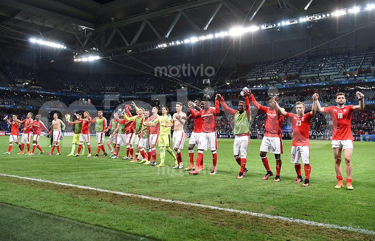 FUSSBALL EURO 2016 GRUPPE A IN LILLE Schweiz - Frankreich     19.06.2016 Schweizer Laola nach dem Abpfiff