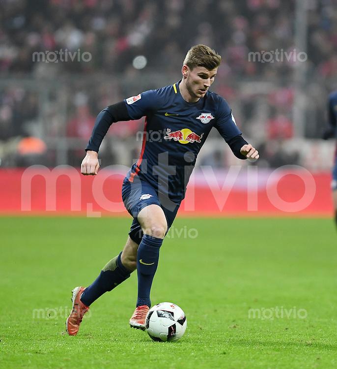 Fussball  1. Bundesliga  Saison 2016/2017  16. Spieltag  FC Bayern Muenchen - RB Leipzig        21.12.2016 Timo Werner (RB Leipzig) am Ball