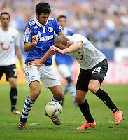 FUSSBALL   1. BUNDESLIGA   SAISON 2011/2012   29. SPIELTAG FC Schalke 04 - Hannover 96                                08.04.2012 Raul (li, FC Schalke 04) gegen Konstantin Rausch (re, Hannover 96)