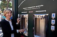 Roma 10 Settembre 2015<br /> Inaugurata  la nuova &laquo;Casa dell'Acqua&raquo;  Acea, di fronte al Colosseo, una vera fontana hi-tech, dove si pu&ograve; bere gratuitamente acqua fresca a 9 gradi, sia naturale che gassata. Inoltre &egrave; possibile ricaricare cellulari e tablet. Catia Tomasetti Presidente di Acea<br /> Rome September 10, 2015<br /> Inaugurated the new &quot;Water House&quot; Acea, in front of the Colosseum, a real hi-tech fountain, where you can drink free fresh water at 9 degrees, both natural and carbonated. It is also possible to recharge phones and tablets. Catia Tomasetti President of ACEA