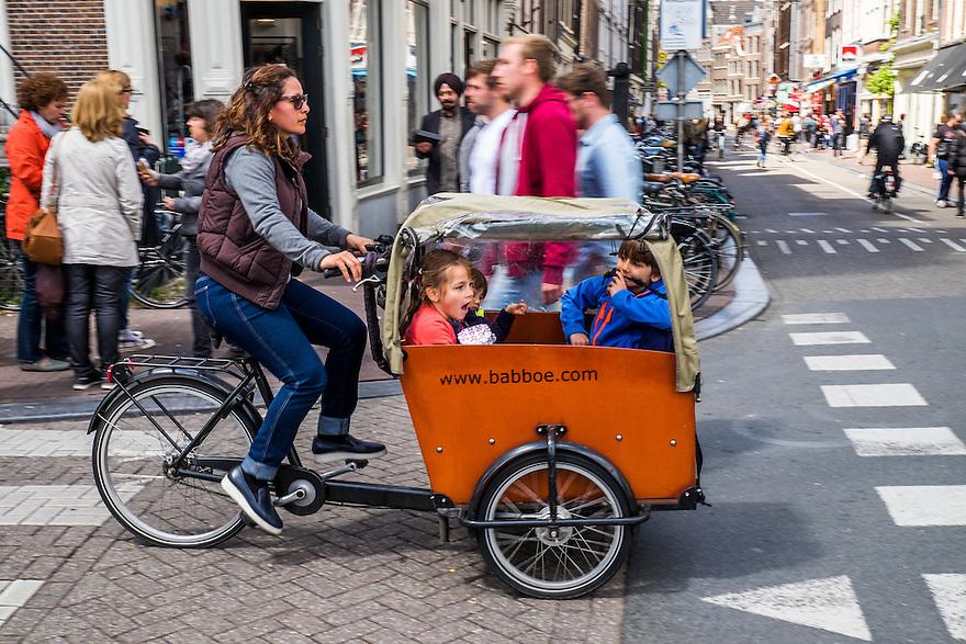Nederland, Amsterdam, 30 mei 2015<br /> Babboe kinderbakfiets, bakfiets voor het vervoer van kinderen. <br />  <br /> Foto: Michiel Wijnbergh