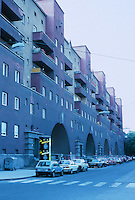 Karl Ehn: Karl Marx Hof, Vienna. Apartments  (public housing). Street view. 1927.