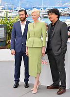 Tilda Swinton &amp; Jake Gyllenhaal &amp; director Bong Joon-Ho at the photocall for &quot;Okja&quot; at the 70th Festival de Cannes, Cannes, France. 19 May 2017<br /> Picture: Paul Smith/Featureflash/SilverHub 0208 004 5359 sales@silverhubmedia.com