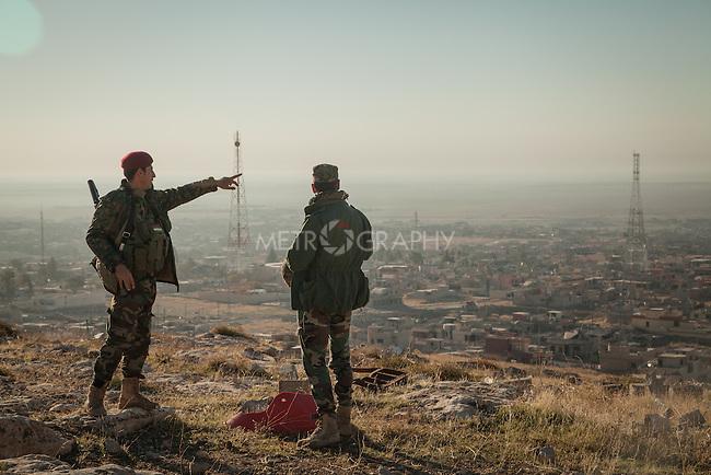 13/11/2015-- Iraq,Sinjar -- Two of Peshmarga fighters on the top of Sinjar Mountain.